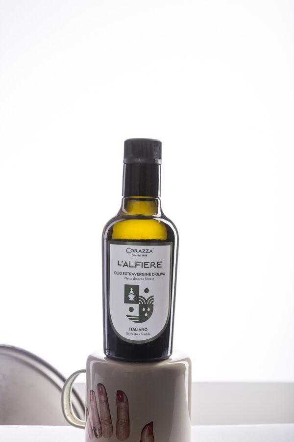 "IMG 0058 2ok 600x900 - Olio extravergine di oliva ""Alfiere"" - Bottiglia 0,250L"